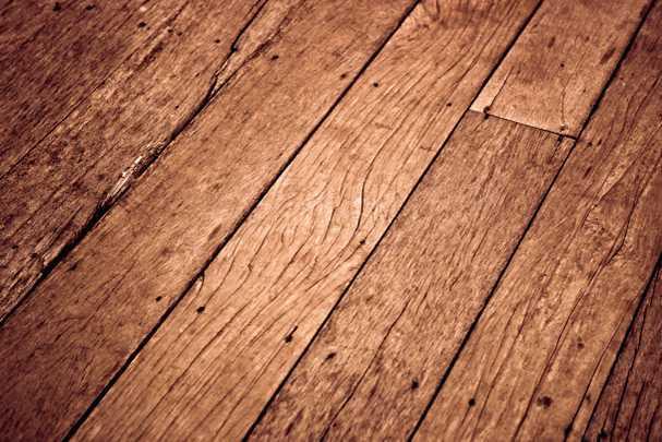 Укладка ламината на деревянный пол: на чем нельзя экономить