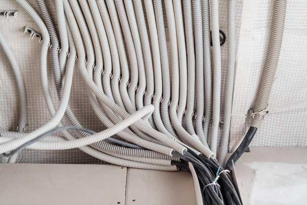 Проводка по потолку в квартире — как изготовить своими руками, не допуская ошибок