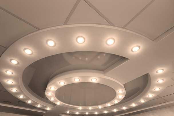 Натяжной потолок с подсветкой по периметру: все секреты и хитрости