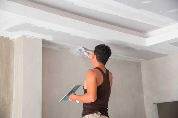 Шпаклевка потолка своими руками – в чем специфика работ