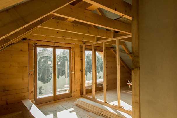 Чем отделать стены в деревянном доме красиво, качественно и недорого