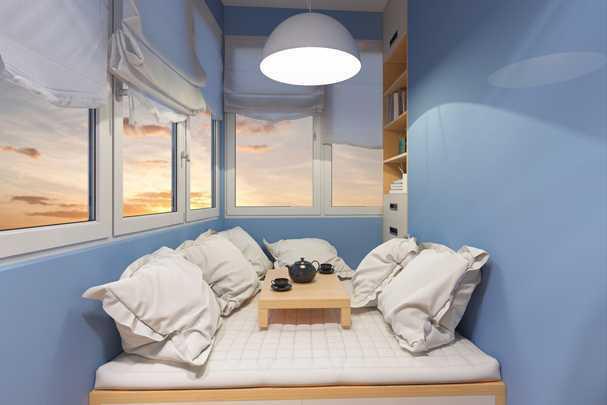 Как сделать из балкона теплую и уютную комнату?