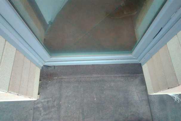Четыре практичных способа монтировать пластиковый порог балконной двери