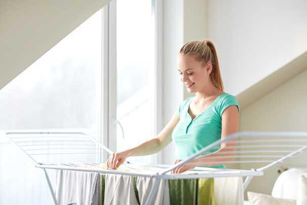 Как повесить бельевую веревку на балконе и лоджии: современные решения для модного интерьера