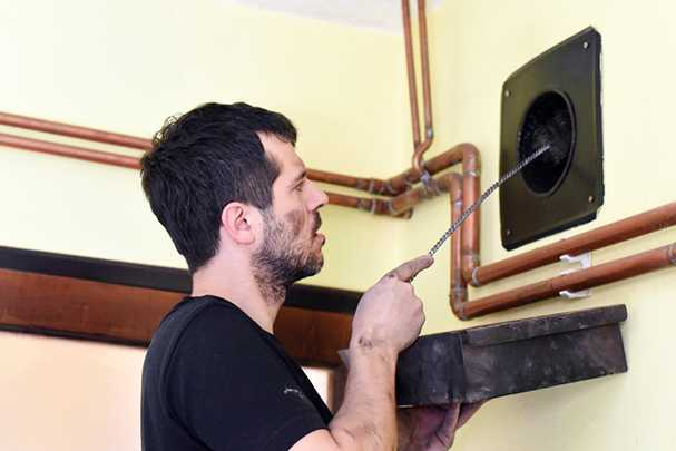 Чистка вентиляции в квартире: необходимость и способы выполнения
